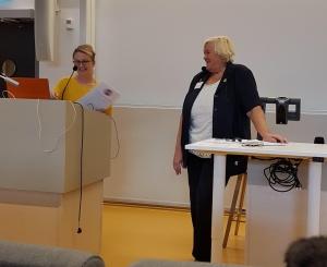 Till vänster Yomas VD Jonna Gohil och till höger veterinär Ulla Björnehammar som var moderator under etikkonferensen.