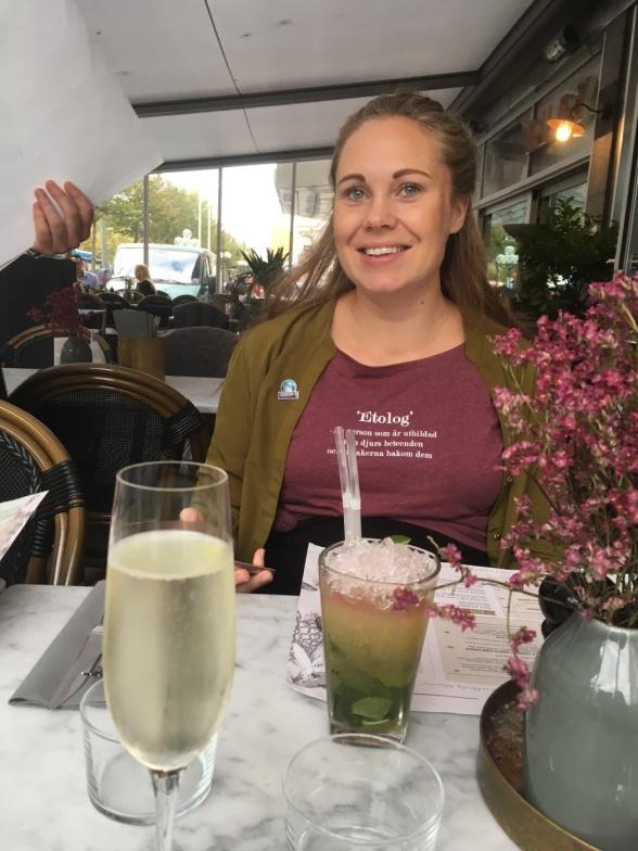 Middag, drinkar och networking efter föreläsningarna på lördagen, här min etologkollega Jannice Kindsjö som driver du och djur och som var en av initiativtagarna till helgens event.