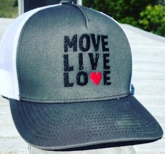 Sprid rörelse och kärlek med Move.Live.Love - Köp en keps nu - Move.Live.Love-keps. Strl: One size