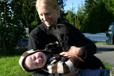 Hundeglade barn og barneglade hunder. Ace, Erik og Randi koser seg sammen. :-)