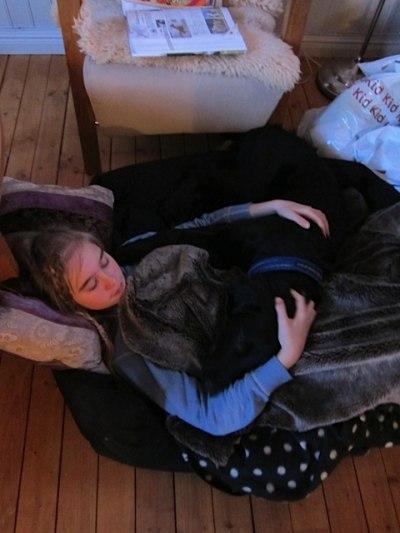 Julie og Korak slapper av.