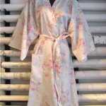 Long kimono in cool cotton percale with pink roses