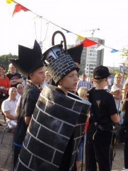 Svart kung, torn och bonde på schackpiazzan på Tall Ships Races 2011.