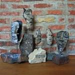 Masker i rakubränd keramik på återbrukade tegelstenar till Salon de Refuse 2015.