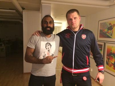 """Tomas (till höger) tillsammans med FC Krukans och The Reserves fotbollsguru Rickard """"Richie"""" Andersson."""