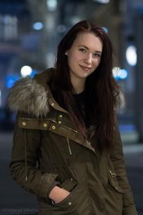Anni Andersson, Midsommarkransen, Servitris, 21 år