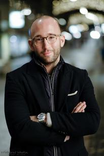 Oliver Carrá, Stockholm, Presschef, 28 år