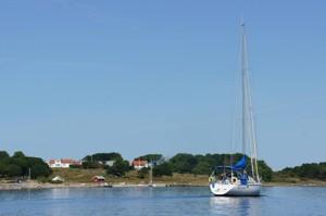 Vendelös vandrarhem ligger vackert beläget på ön Vendelsö. Hit kommer du enkelt med båttaxi.