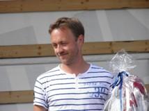 Hedersutmärkelsen gick 2012 till Henrik Svahn. För en nästintill övermänsklig insats i Hamn-frågan och för ett oegoistiskt agerande. Inför en fullsatt Makrillfestival tar han ödmjukt emot sitt specialgjorda pris - Trollåsens Henrik, framtidens väktare.