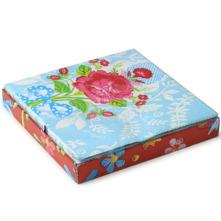 Ljuva papperservetter Floral Blue från PIP Studio. Förgyller såväl middagsdukningen som kaffekalaset eller sommarens picknick. 20 servetter i fin presentförpackning. 33x33 cm i tre lager