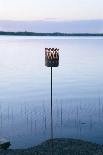 Hållare för utomhusljus 145 cm hög.