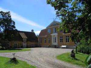 Munkebergs Gård, Munkhuset och huvudbyggnaden