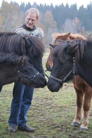 Ove med fyra generationer hästar, foto Emma Jansson.