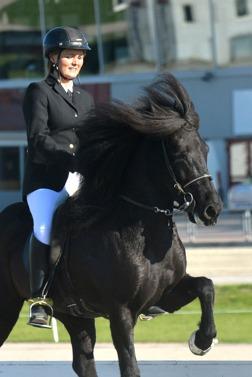 Milla och Berglind www.zannasfoto.se