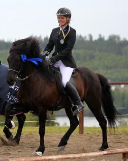 Milla och Berglind ärevarv vid SM på Wången, foto Johanna Berg.