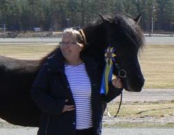 Christina och Milla vid bedömningen i Vaggeryd där Milla blev bästa 6-åriga sto.
