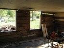 lyft av gaveltimmer för att kunna montera nya fönster.