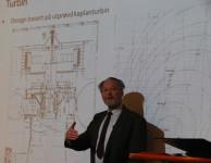 Evald Holmen vid föreläsning i Norge