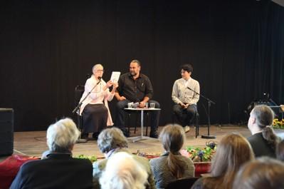 Rosa Taikon, Mikael Olsson och Lawen Mothadi i samtal om Katarina Taikon