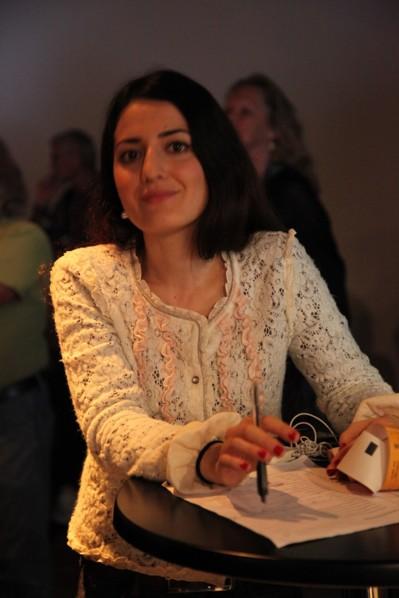 Rojda Sahin i entrékassan under Roma Festival Night