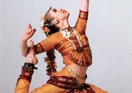 Festivalens mindre tält fylldes av flera lokala band samt workshops i det mesta. Bland annat gav Kristina Borgkrans (bilden) en föreställning med klassisk sydindisk dans.