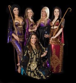 Layali framträdde på Re:Orient Club den 19 mars 2011. Dj Hamid vände skivor..