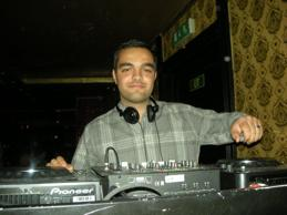 Dj Hamid spelar på nyöppnad Re:Orient Club på Lois