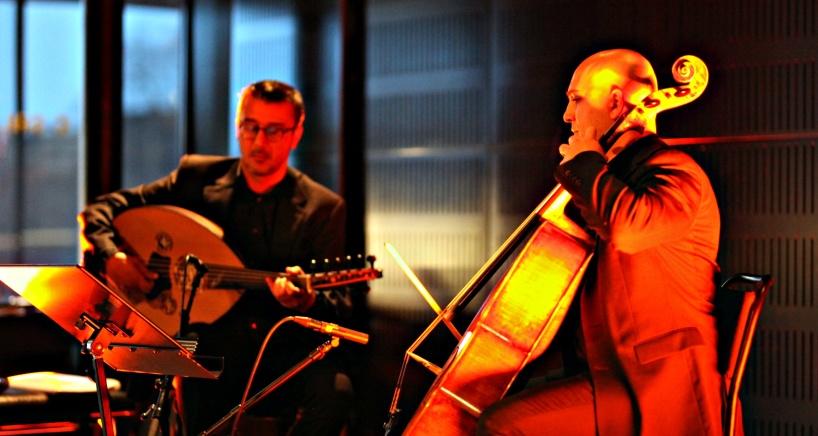 Den 31 januari inleder Palestinska Ahmad Al-Khatib och Syriska Bashar Sharifa Re:Orients serie av intima konserter på Rönnells.