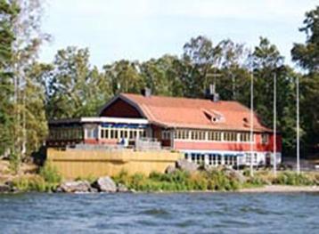 Rastaholms Värdshus sett från vattnet