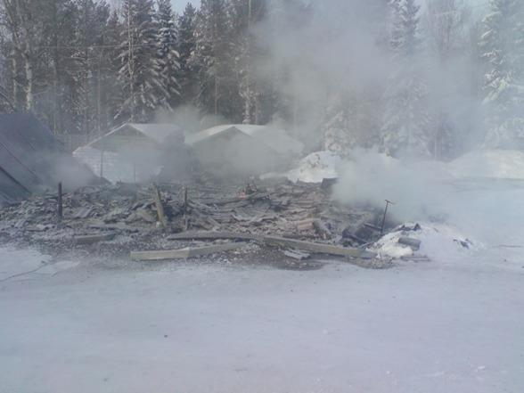 Resterna av vårat garage som brann ner. Nuförtiden ogillar man brandlarm...