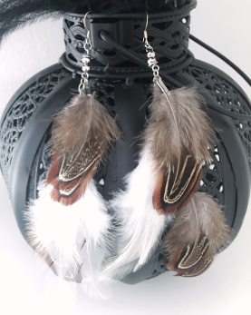 Fjäderörhängen i brunt