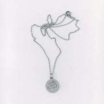 Halsband med ohm tecken