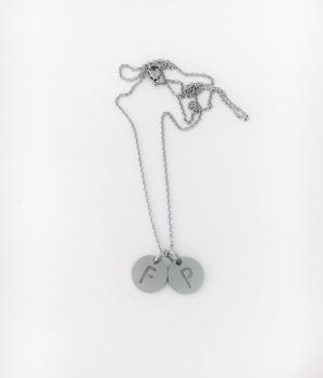 Halsband med bokstäver