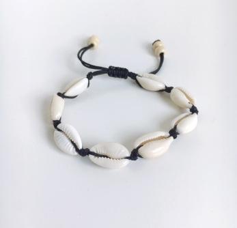 Snäckarmband - kaurisnäckor