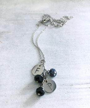 Initialer med pärlor - 2 berlocker