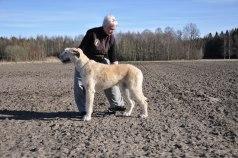 Eva och vår dotter Zelina, tillika vår handler åt hundarna!