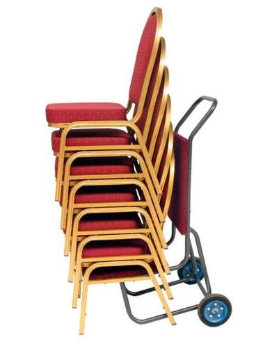 Staplar 10 stolar högt och kan lätt förflyttas med stolsvagn.