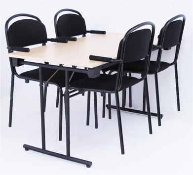 Stolarna upphängda på Fold bordet