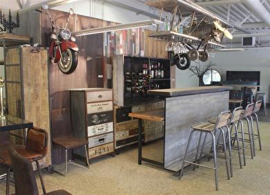 Bar El Aviator i Torup. Välkomna. Vi öppnar när vi kommer och stänger när vi går.