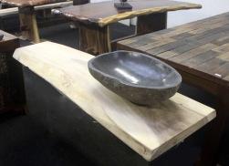 6 Smal bordsskiva. Tvättställ i sten