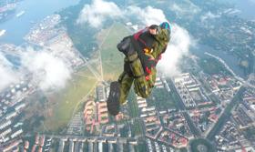Fallskärmshoppning från helikopter
