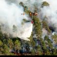 Brandbekämpning vid den rekordstora skogsbranden i Sala 2014