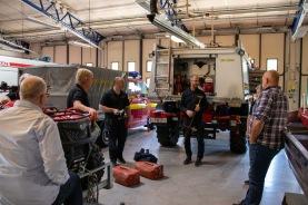 Personal på station Ljungby visar sin utrustning för skogsbrand