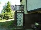 gaveln på trappan med dörr före