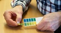 Att mäta pH-värdet ger indikationer som behöver vara med i analysen