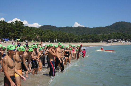 The start of the 3km race on the beautiful beach of Yumigahama, Minami Izu