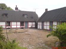 Innergården där alla fasaderna renoverades och alla fönster i bostadshuset byttes ut.