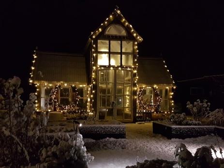 Vi på Furutorps trädgård önskar er alla en Riktigt God Jul och Gott slut på 2018.