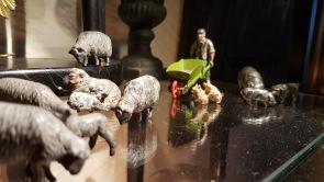 """Vissa saker är ett måste att ta fram varje jul. Ett exempel är de här små underbara tennfigurerna, en bonde med en """"rullebör"""" och alla hans djur."""