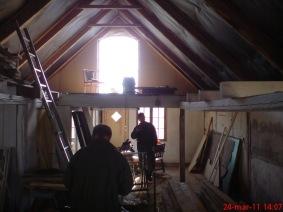 Invändig renovering av antikbutiken där loftet togs bort och många bärande bjälkar byttes ut.